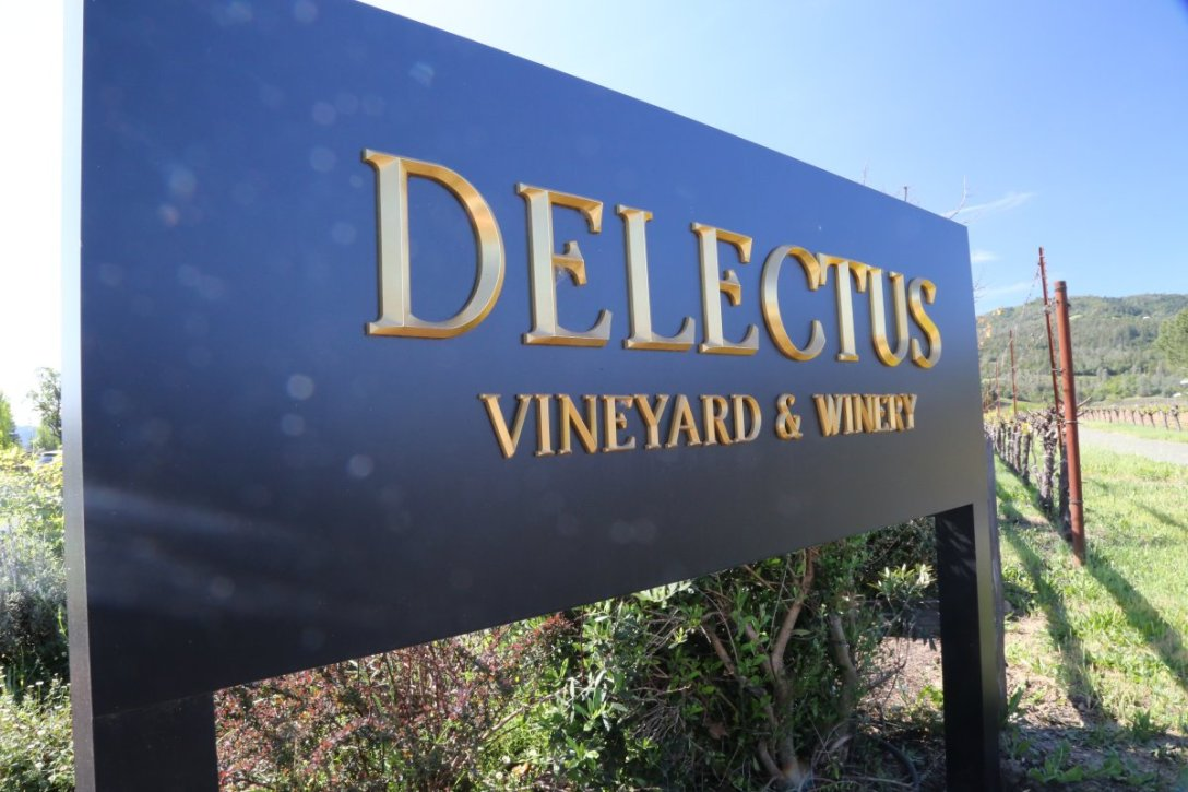 delectus-winery-sign